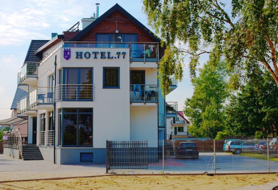hotel77 od strony placu zabaw